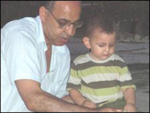 الوالد مع احد الابناء