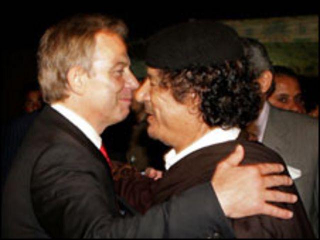 توني بلير مع القذافي