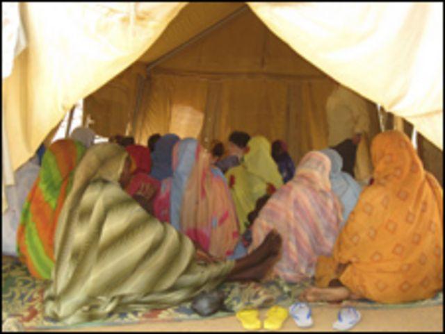 لاجئون من دارفور في احد مخيمات شرقي تشاد