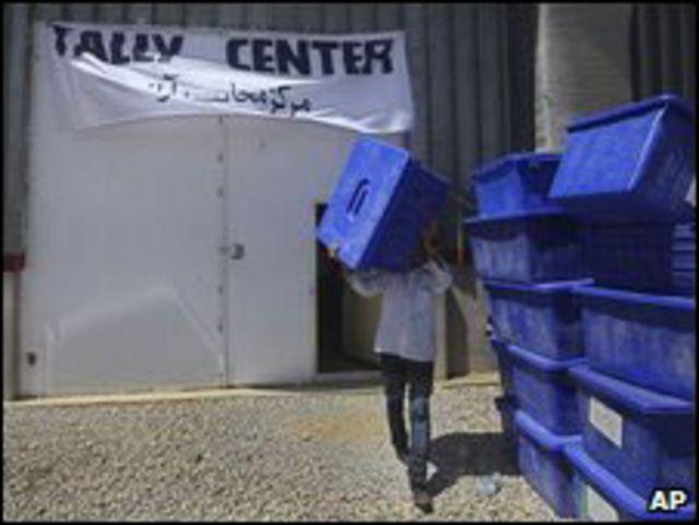 مركز اقتراع في أفغانستان