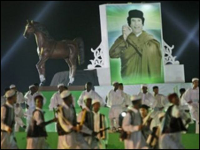 ملصق القذافي في احتفالات الثورة