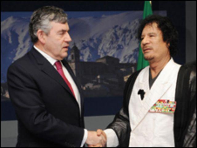 العقيد معمر القذافي مع جوردن بروان
