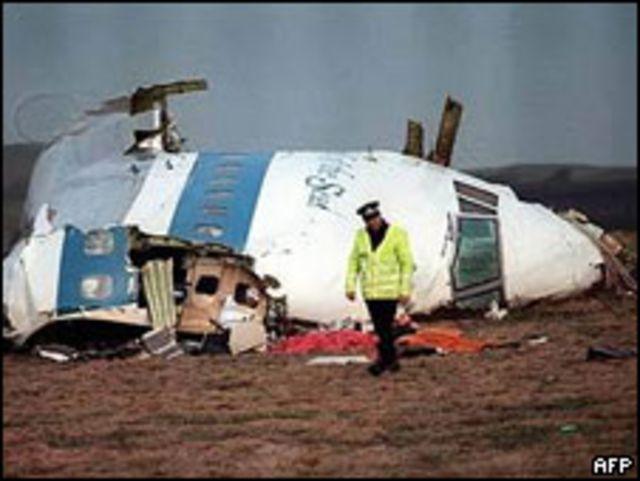 Pesawat Pan Am jatuh di Lockerbie  tahun 1988 karena dibom, 270 tewas