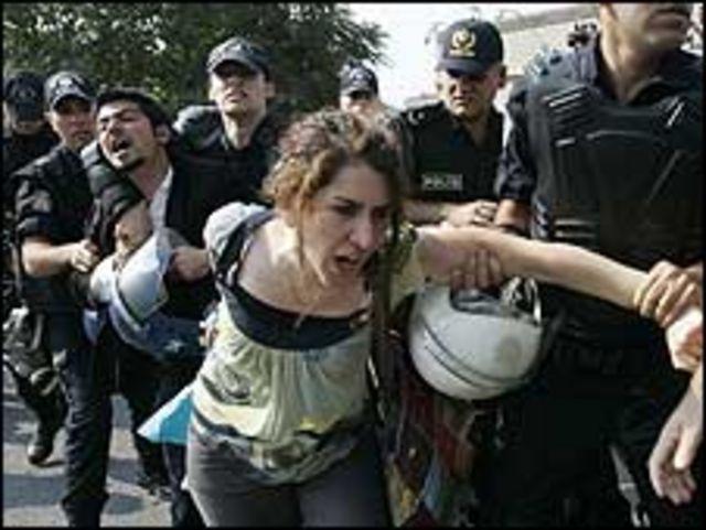 متظاهرة في تركيا
