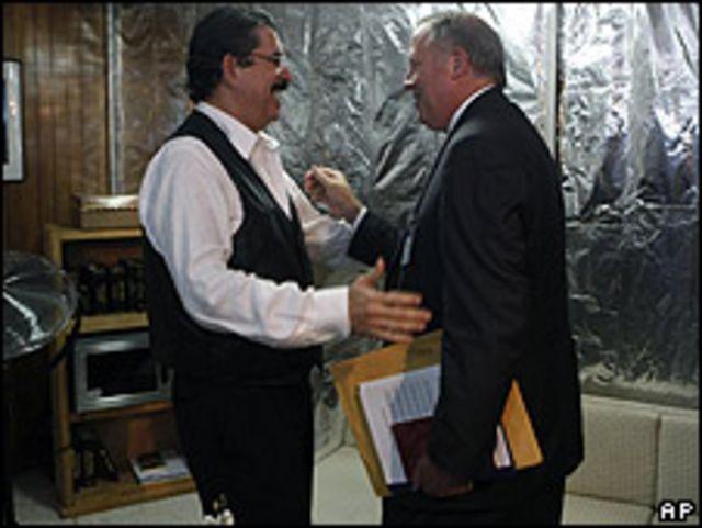 Manuel Zelaya y Thomas Shannon