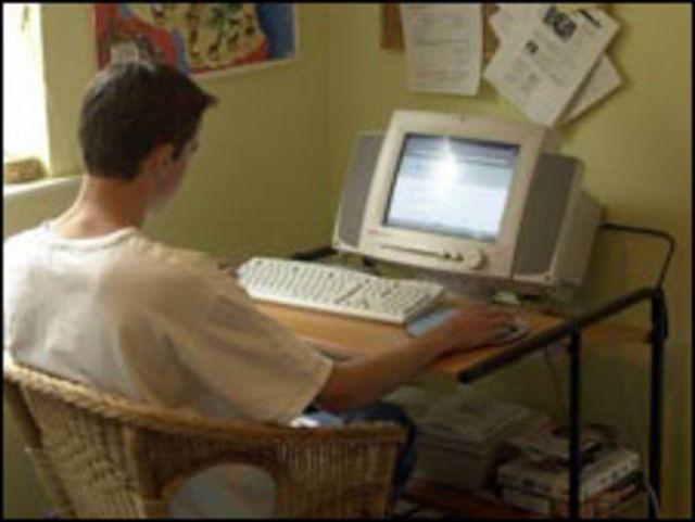 Joven en internet