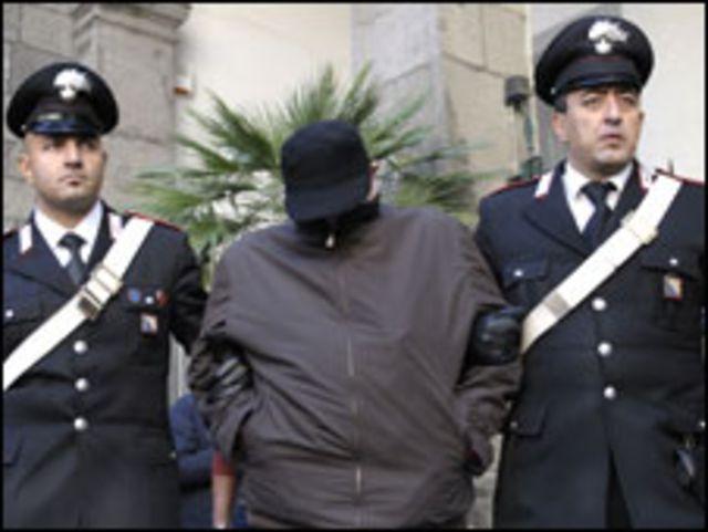 الشرطة تقبض على عضو بالمافيا