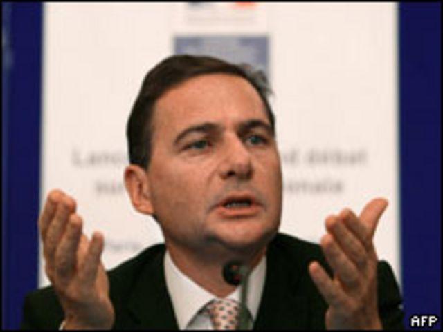Министр по делам иммиграции Эрик Бессон