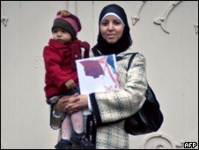 Женщина-иммигрантка с ребенком