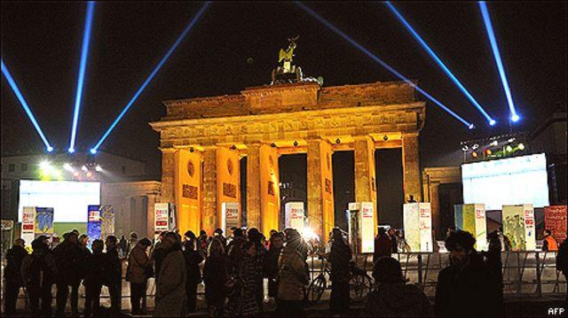 Buổi lễ đánh dấu 20 năm ngày Tường Berlin sụp đổ được truyền đi toàn thế giới