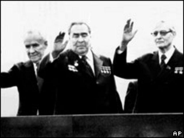 Слева направо: Алексей Косыгин, Леонид Брежнев и Михаил Суслов
