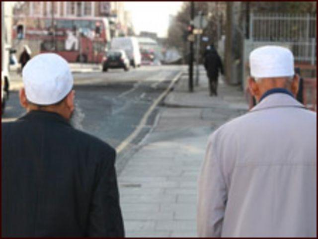 يشكل المسلمون البريطانيون من أصول آسيوية نسبة مرتفعة في بعض الدوائر الانتخابية