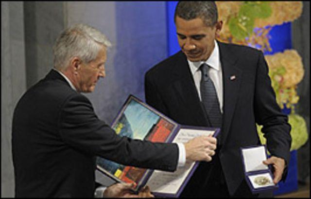 اوباما يتسلم جائزة نوبل