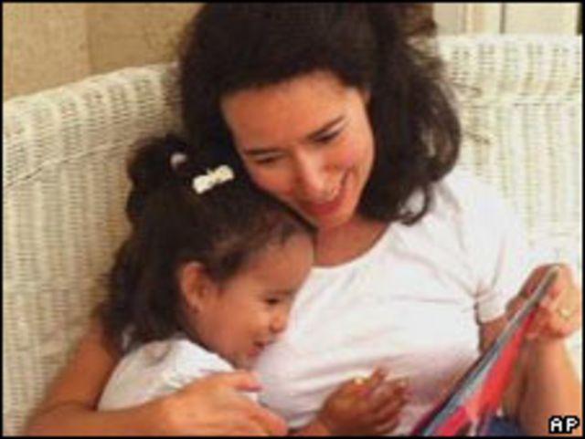 Madre hispana y su hija (Foto: Archivo)