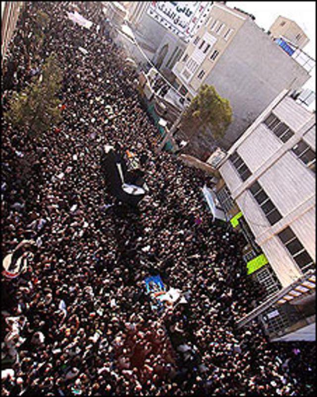 Muntazeri'nin cenazesi Kum sokaklarında