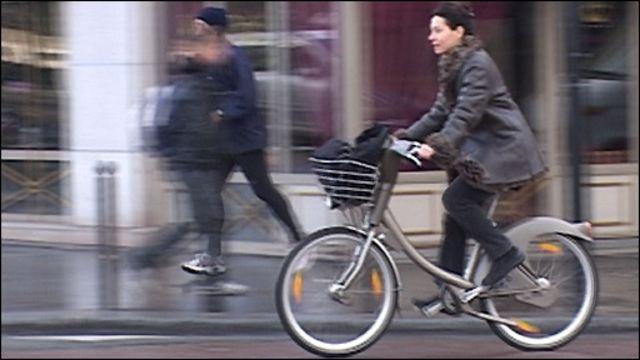 Beberapa kota di Eropa memiliki sistem sepeda umum.