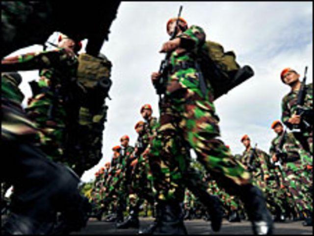 Panglima TNI, Djoko Santoso saat ini berasal dari jajaran Angkatan Darat