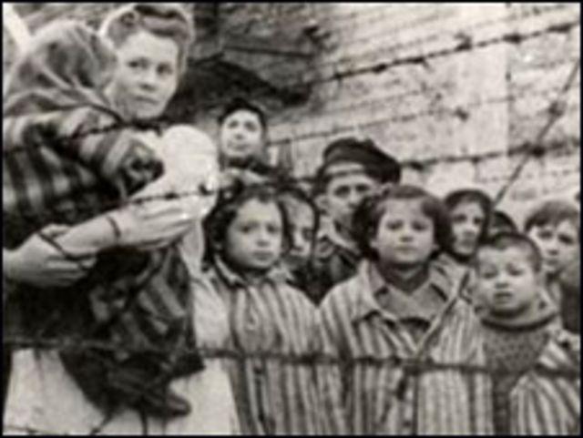 नाज़ी शिविरों में क़ैद लोग