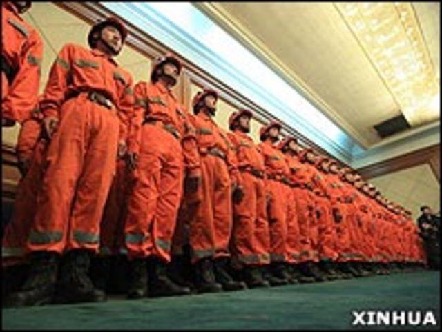 中國赴海地救援隊伍在北京預備出發(新華社圖片13/1/2010)