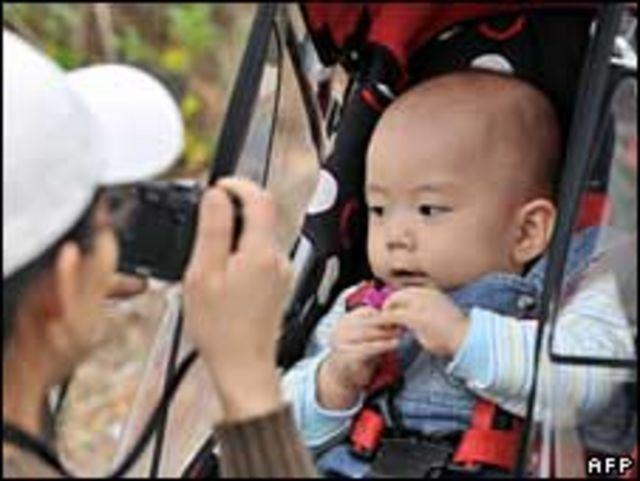 أم وطفلها في كوريا الجنوبية