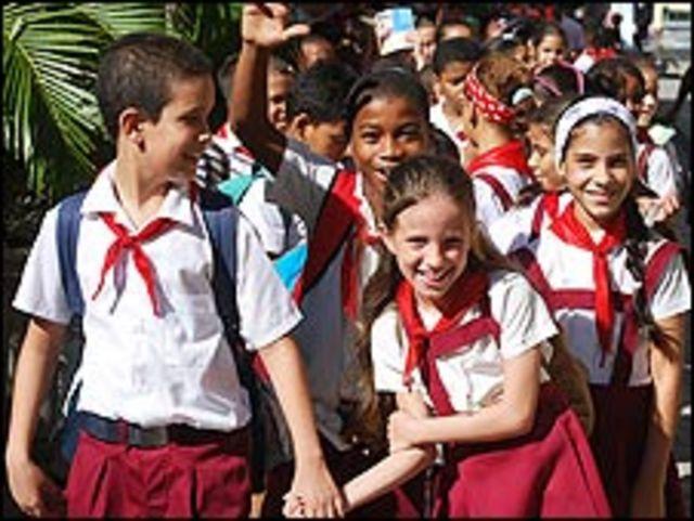Niños cubanos en una escuela primaria.