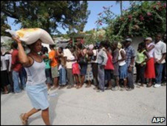 Disribución de alimentos en Haití