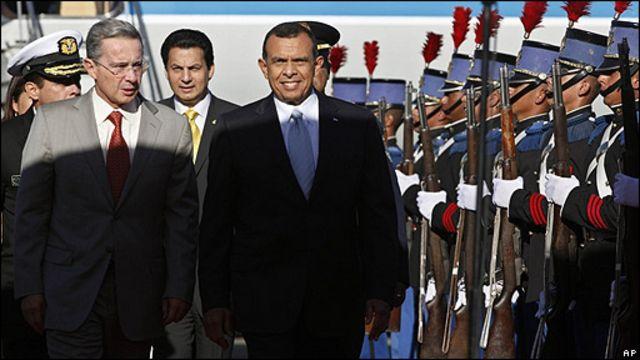 Álvaro Uribe y Porfirio Lobo, en Tegucigalpa