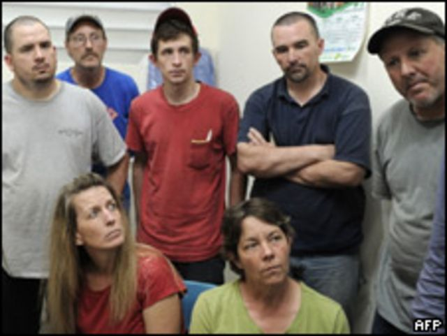 Miembros del grupo de caridad New Life Children's Refuge