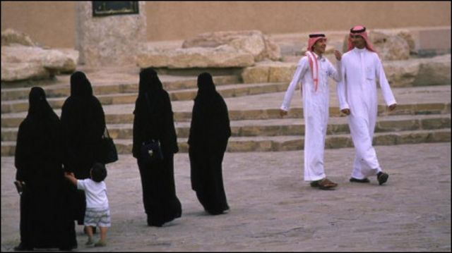 نساء ورجال في السعودية