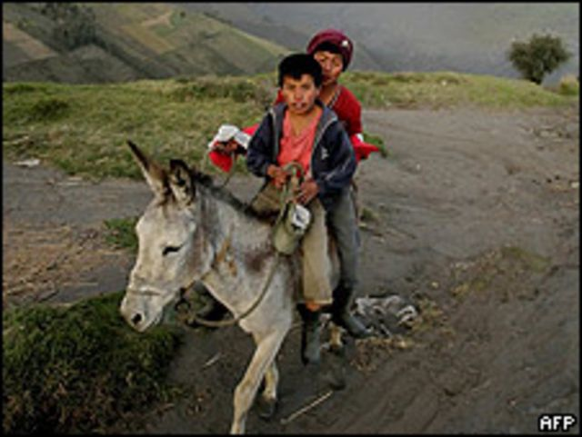Niños en zona rural de Ecuador