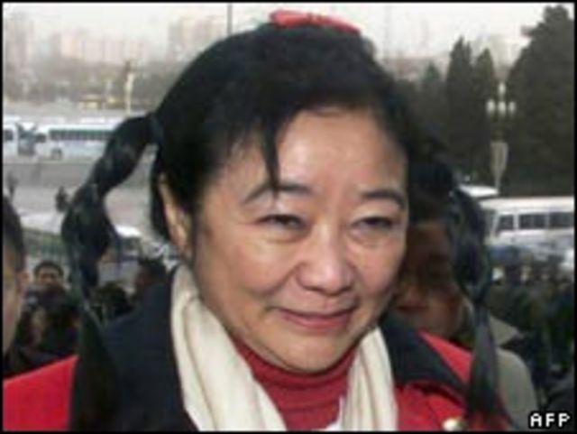龔如心在北京出席中國「兩會」會議(4/3/2001)