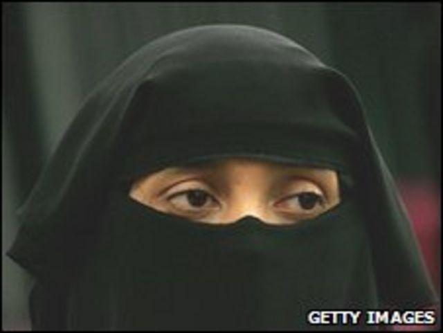 تثير مسألة ارتداء النقاب جدلا في فرنسا