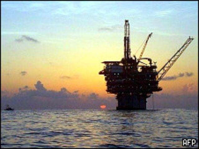منصة حفر نفطية في البحر