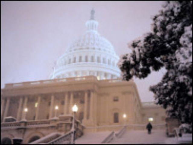 الثلوج تغطي مبنى الكونجرس