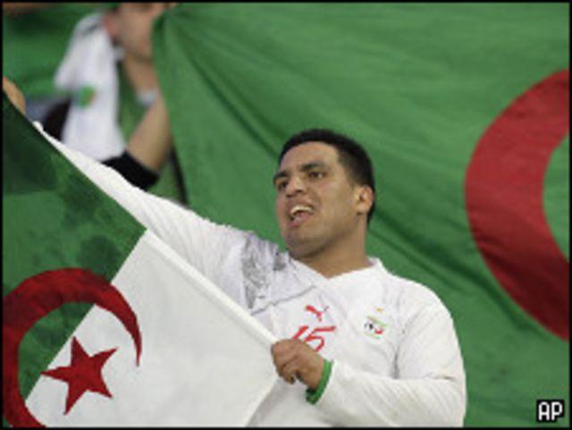جماهير جزائرية في انجولا