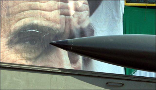 صاروخ ايراني بعرض عسكري في طهران