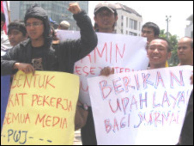 Wartawan meminta pemerintah ikut awasi aturan pengupahan