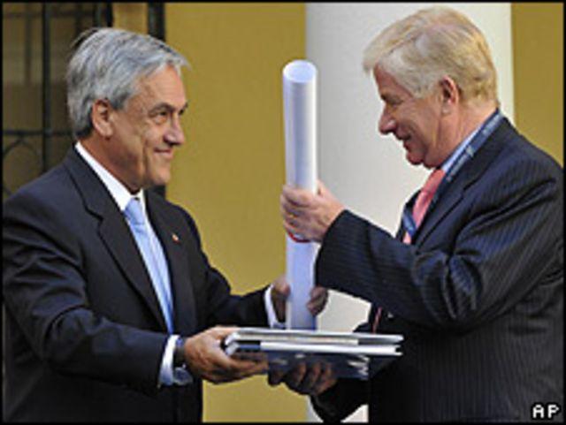 الرئيس المنتخب بنييرا (يسارا) يعين جايمي رافينيت وزيرا للدفاع