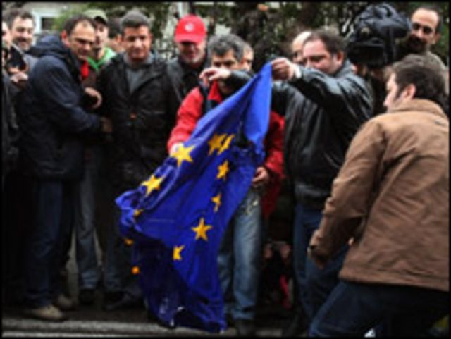 Yunanistan'da Avrupa Birliği'ni protesto edenler