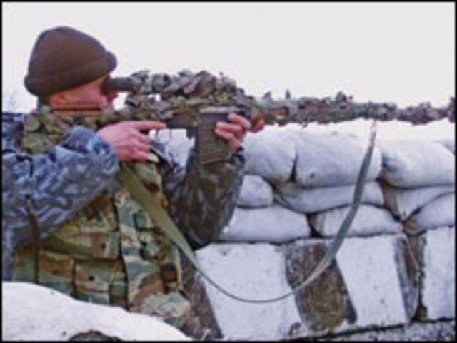 أحد أفراد القوات الروسية بأنجوشتيا