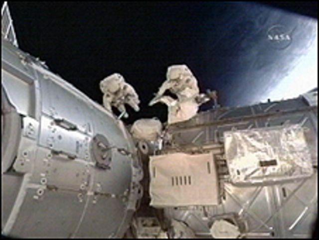 رائدا الفضاء الامريكيان روبرت بينكن ونيكولاس باتريك