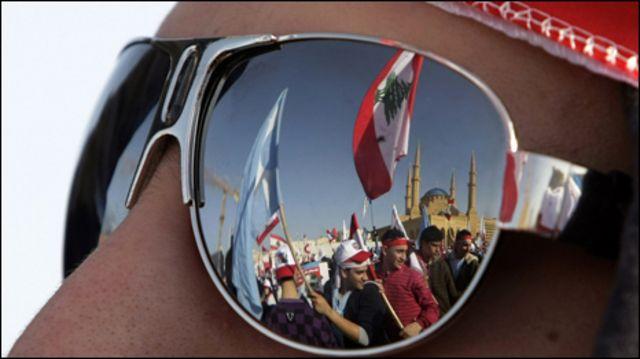 مشاركون في إحياء ذكرى اغتيال الحريري
