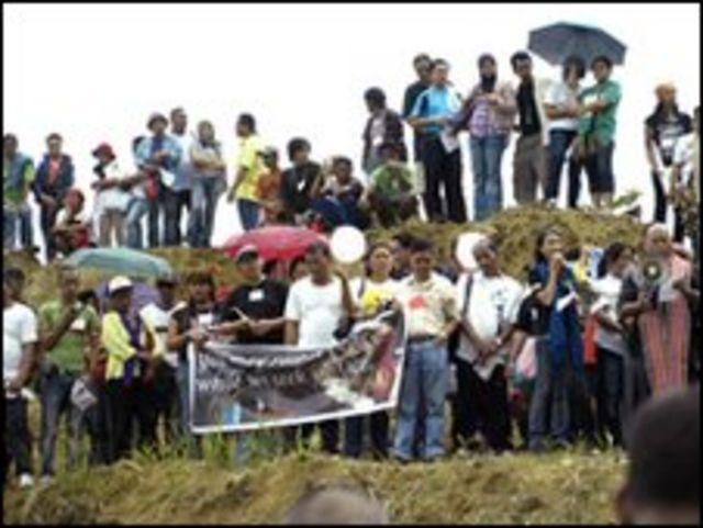 اقارب وزملاء الصحفيين ضحايا مجزرة الفلبين يحيون ذكراهم