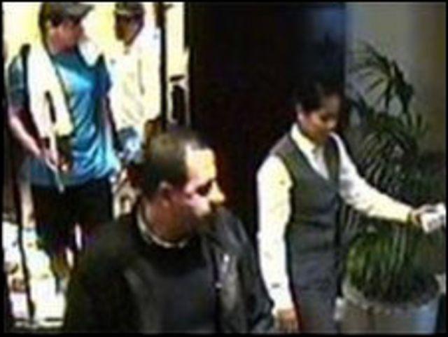 محمود المبحوح قبيل قتله في دبي