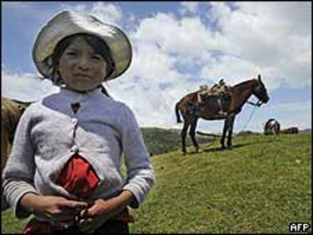 Niña indígena de la tribu Caranqui en Ecuador