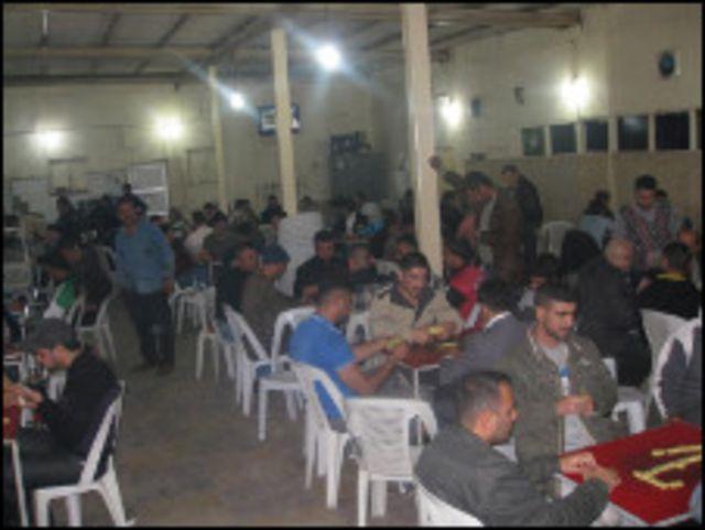 مقهى في شارع أبو نواس الشهير في بغداد