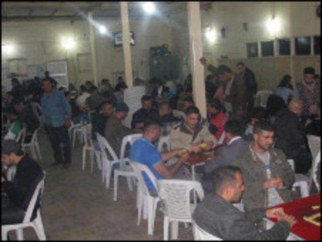 المقهى في شارع أبو نواس