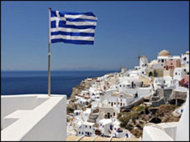 جزيرة سانتوريني اليونانية في بحر ايجة