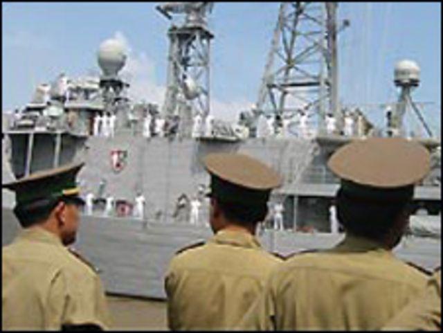 Nhiều chiến hạm Mỹ đã tới thăm Việt Nam, như USS Vandergrift năm 2003