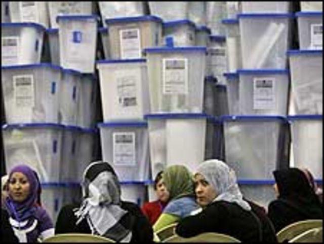 مراقبات عراقيات
